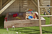 How to build a wooden sandpit