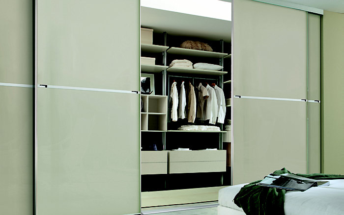 Minimalist made to measure sliding wardrobe doors in white