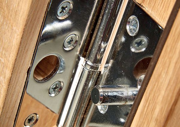 Door frames, fixings & trims