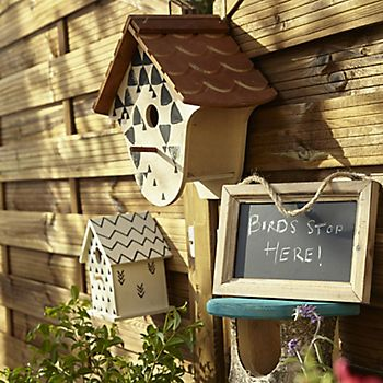 Garden bird boxes to encourage birds