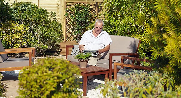 Man relaxing on Soron garden furniture coffee set