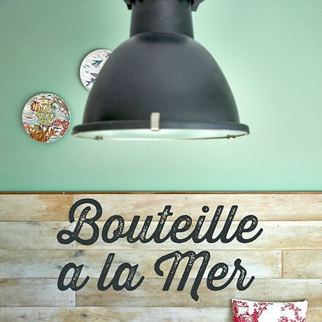 Image of Bouteille A La Mer colour