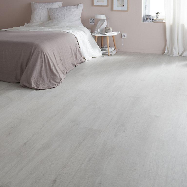 Goodhome Geelong Grey Oak Effect, White Laminate Flooring Bedroom