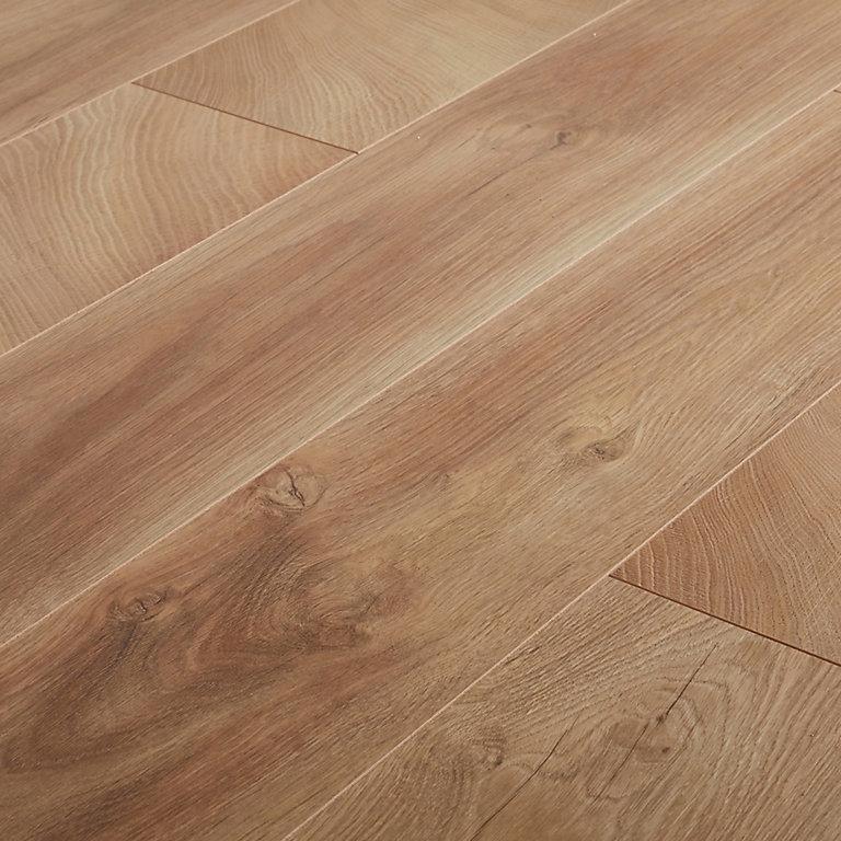 Goodhome Lydney Natural Oak Effect, Natural Laminate Flooring