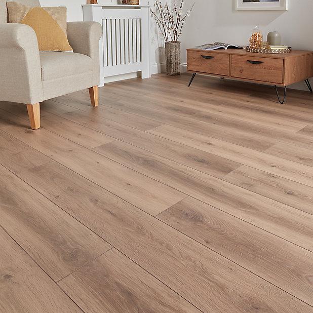 Goodhome Stoke Natural Oak Effect, Real Wood Effect Laminate Flooring