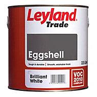 Leyland Trade Pure brilliant white Eggshell Metal & wood paint, 2.5L